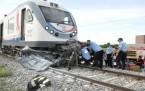 Konya'da Tren Otomobili Biçti-2 Ölü