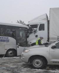 TIR'la Midibüs Çarpıştı-20 Yaralı