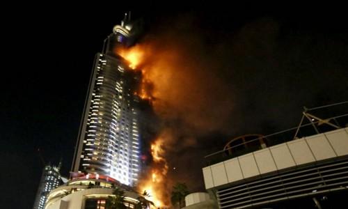 63 Katlı dev otelde yangın
