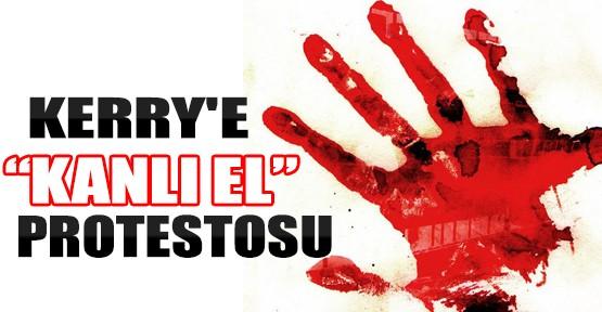ABD Dışişleri Bakanı'na Kanlı Protesto