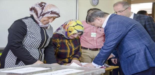 Ahmet Davutoğlu Konya'da Oyunu Kullandı