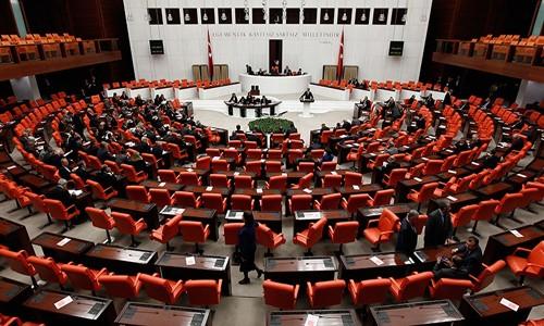 AK Parti rektör önergesini geri çekti