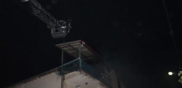 Bir Evin Çati Katında Yangın Çıktı