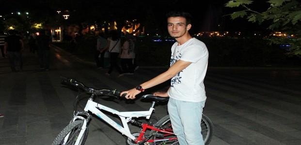 Çalinan Bisikletini Başkası Sürerken Buldu