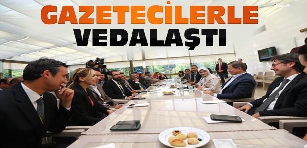 Davutoğlu gazetecilerle vedalaştı
