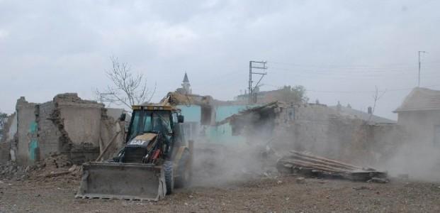 Karatay'da Tehlikeli Yapılar Yıkılıyor