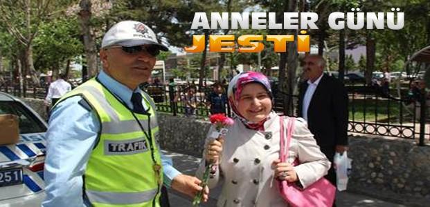 Konya'da Kadın Sürücülere Anneler Günü Hediyesi