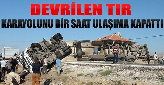 Konya'da Devrilen Tır Karayolunu 1 Saat Ulaşma Kapattı