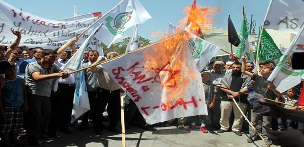 Konya'da İsrail Bayrağı Yakıldı