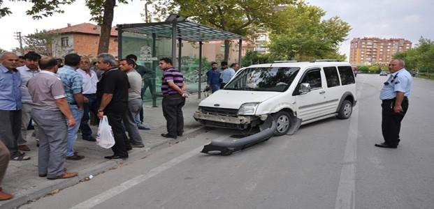 Konya'da Oto Hırsızı Kaza Yapıp Kaçtı