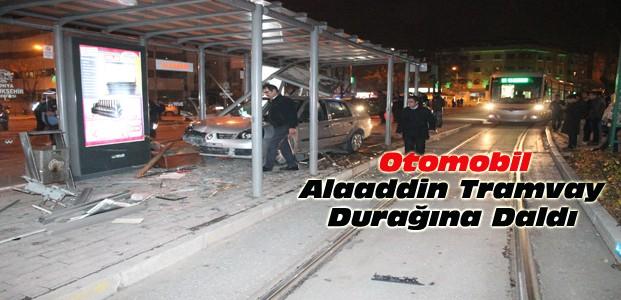Konya'da Otomobil Tramvay Durağına Girdi