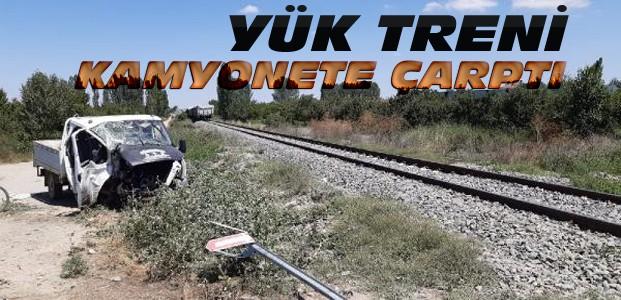 Konya'da, Tren Kamyonete Çarptı: 5 Yaralı