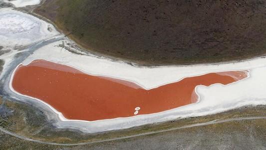 Konya'nın Harikası Meke Gölü Kırmızıya Büründü