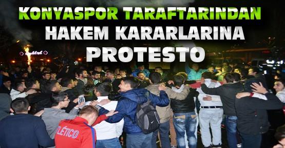 Konyaspor Taraftarlarından  Kulüp Binası Önünde Hakem Protestosu