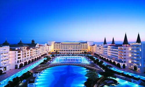 Kral Antalya'daki oteli kapattı