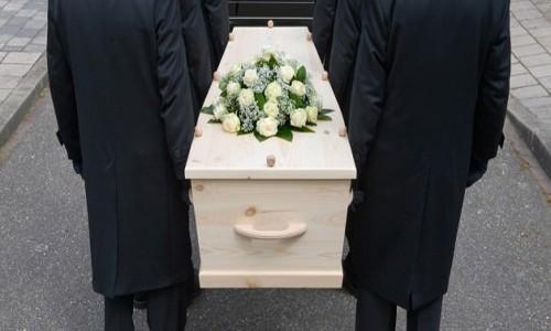 Öldü sanılan kadın tabutta uyandı