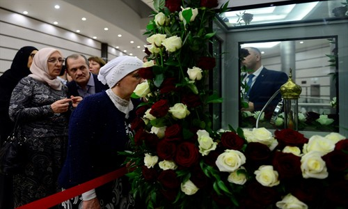 Rusya'da Hz. Muhammed'in saç teli sergilendi