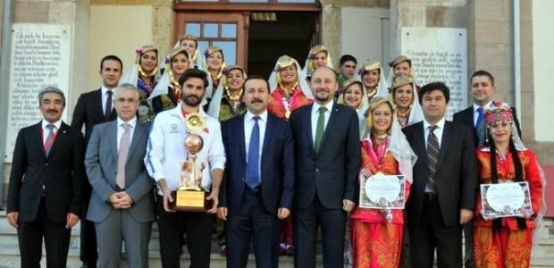 SÜHOT'un Sultanları Birincilik Kupasıyla Geldi