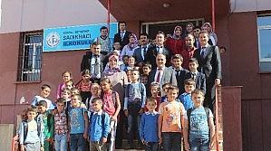 Başkan Özaltun'dan Öğrencilere Hediye