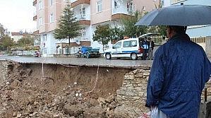 Beyşehir'de Yağmur Sonrası İstinat Duvarı Çöktü
