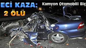Elma Yüklü Kamyonla Otomobil Çarpıştı:2 Ölü