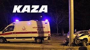 Konya'da Kamyonet Direğe Çarptı