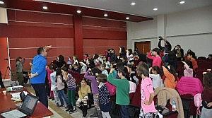 NEÜ Çocuk Korosu Çalişmalarini Sürdürüyor