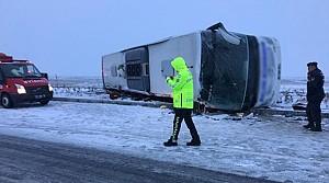 Yolcu Otobüsü Devrildi:1 Ölü 17 Yaralı