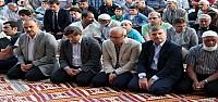 Bakanlar Bayram Namazını Konya'da Kıldı