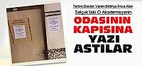 Selçuk'taki O Akademisyenin Kapısına Yazı Astılar