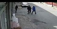 Sokak ortasında döner bıçaklı gasp-Video