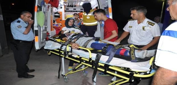 Ticari Araç Park Halindeki Römorka Çarpti: 2 Yaralı