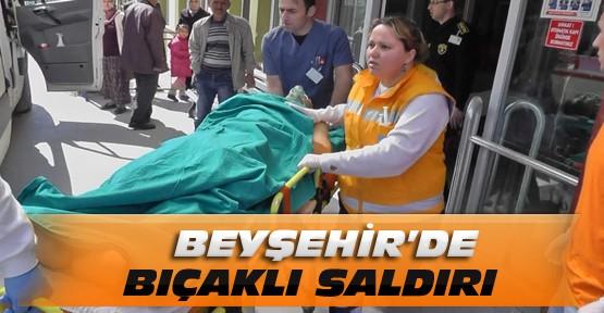 Yolda giderken bıçaklı saldırıya uğrayan genç ağır yaralandı
