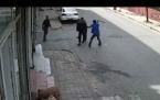 Sokak ortasında döner bıçaklı gasp
