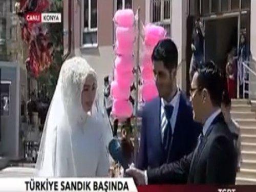 Düğün Öncesi Konya'da Oy Kullandılar